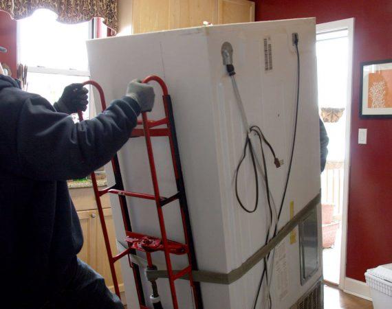 преместване на хладилник разтоварване и предаване